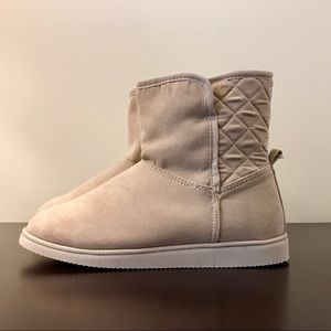 Old Navy Short Boots - NWT - beige/nude